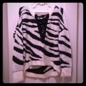 🆕 NWT hi lo zebra print sweater from Express